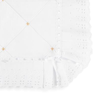 manta-piquet-com-bordado-ingles-branco-e-bege