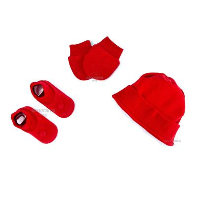 kit-touca-luva-e-sapatinho-de-suedine-para-recem-nascido-vermelho