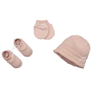 kit-touca-luva-e-sapatinho-de-suedine-para-recem-nascido-rosa-com-perolas